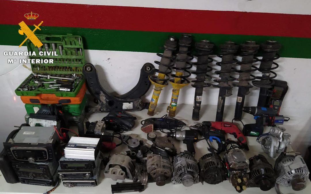 Robo con fuerza de piezas de desguace de vehículos en Villarrobledo para venderlas en Internet